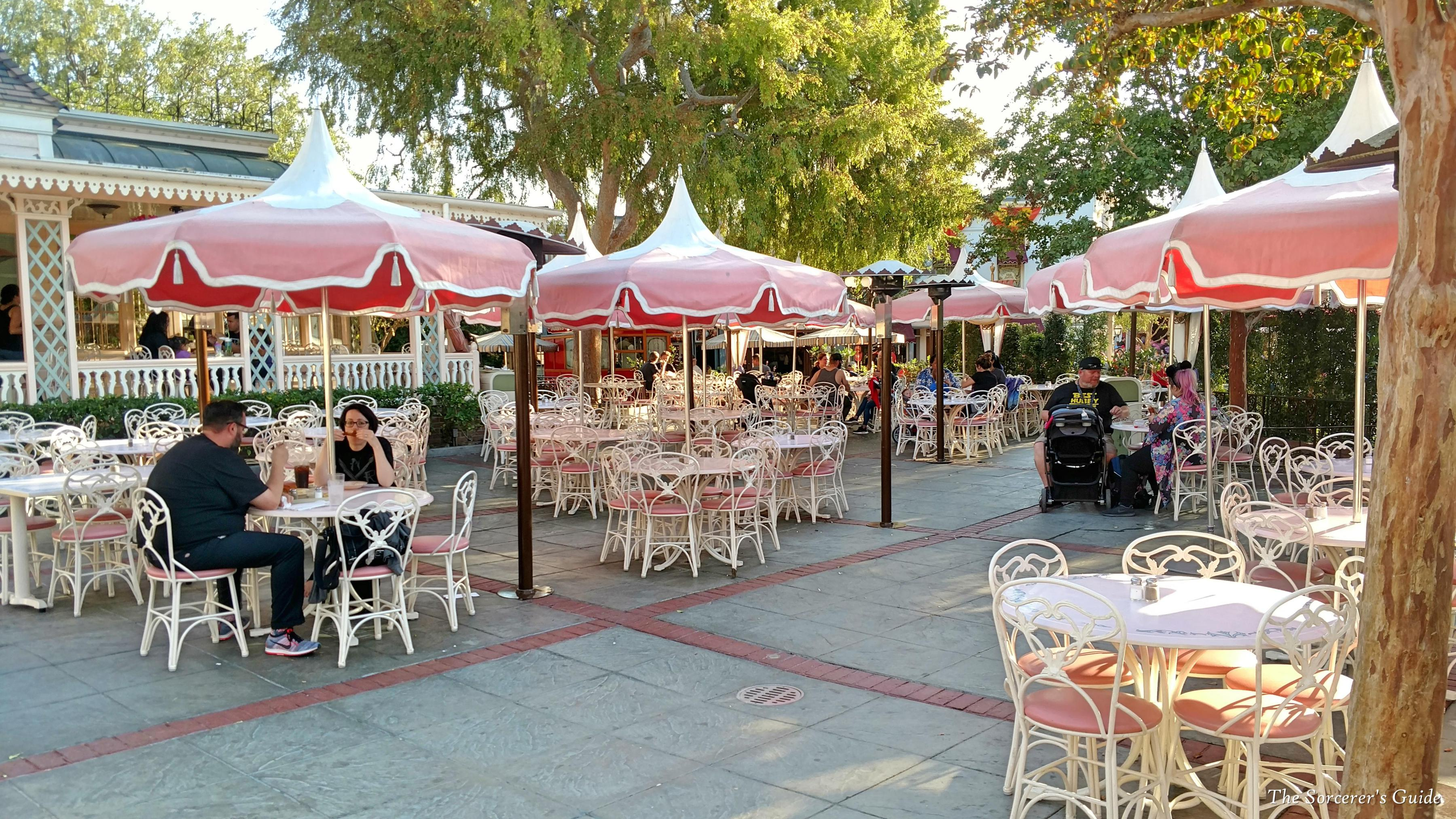 outdoor seating in Plaza Inn